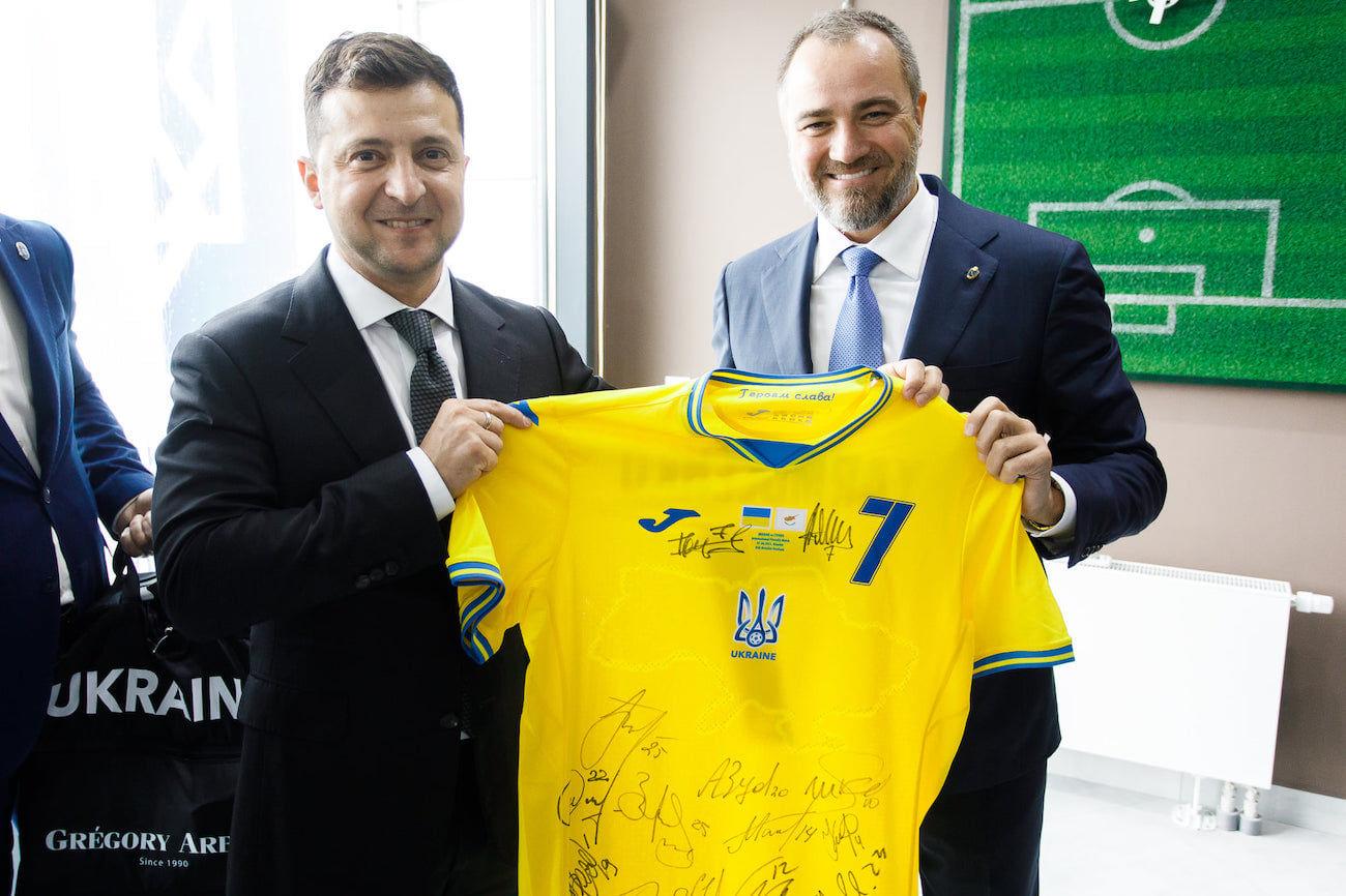 """Павелко срочно вылетел в Рим из-за запрета УЕФА использовать надпись """"Героям слава!"""""""