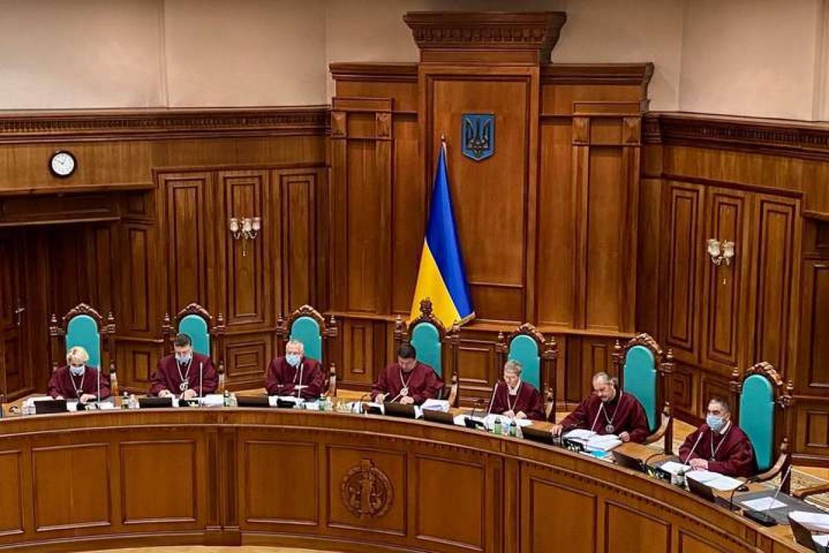 Конституционный суд угрожает Зеленскому 150 годами тюрьмы и распадом Украины на части - заявление