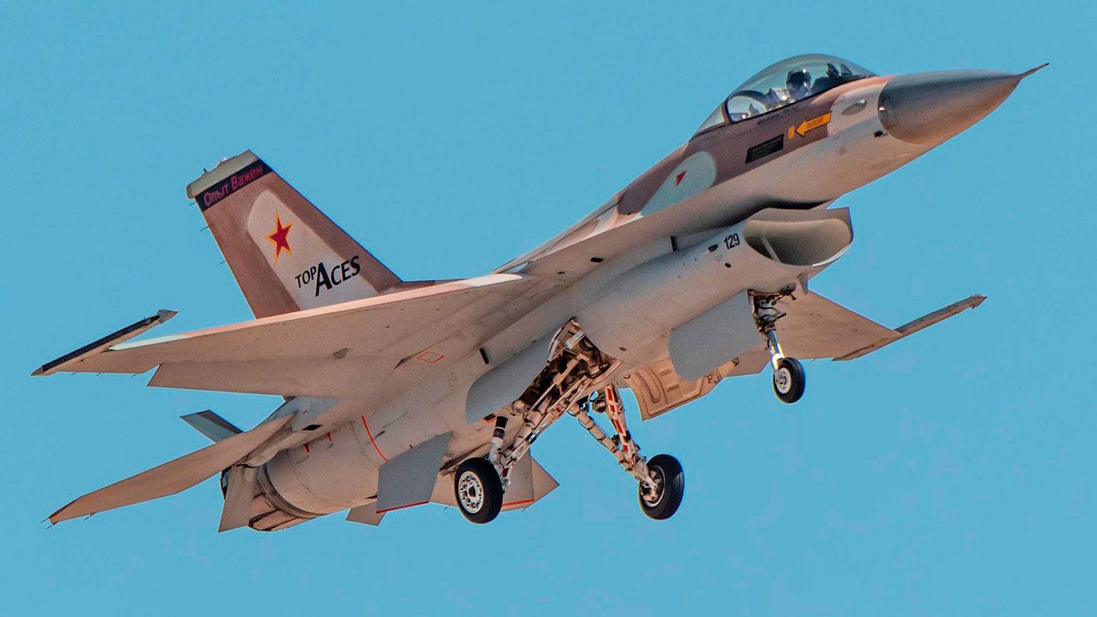 На борту израильского истребителя F-16 появилась надпись на русском языке – эксперты пояснили ситуацию