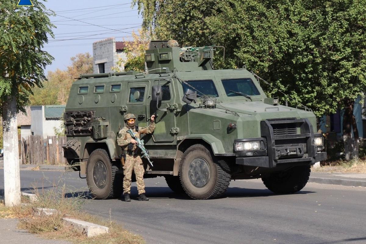 """В Славянск прибыл спецназ СБУ с бронетехникой, дронами и вертолетом - Штепе послали """"сигнал"""""""