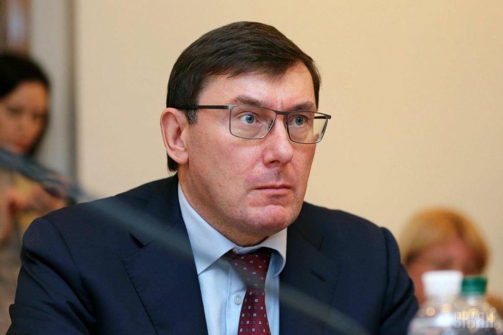 """Юрий Луценко вернулся в Украину, поставив точку в скандале с """"бегством"""" в Лондон: кадры"""