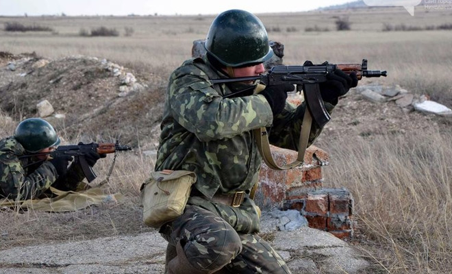 Тымчук: В районе Луганска, Алчевска и Стаханова идут бои