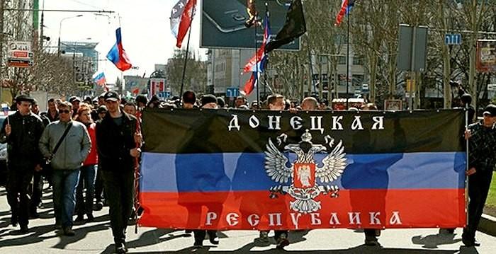 Боевики ДНР провели украинских военнопленных по центральной площади Донецка