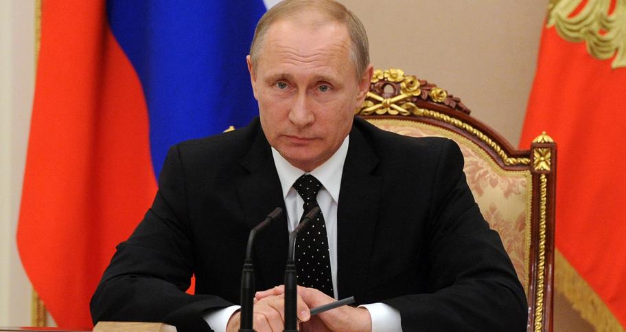 """Ответил на """"недружественные"""" шаги: Путин подписал закон о контрсанкциях"""