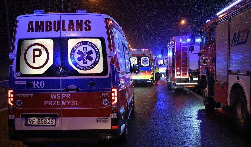 Новое ДТП в Польше: автобус с украинцами выкинуло в кювет, есть жертвы