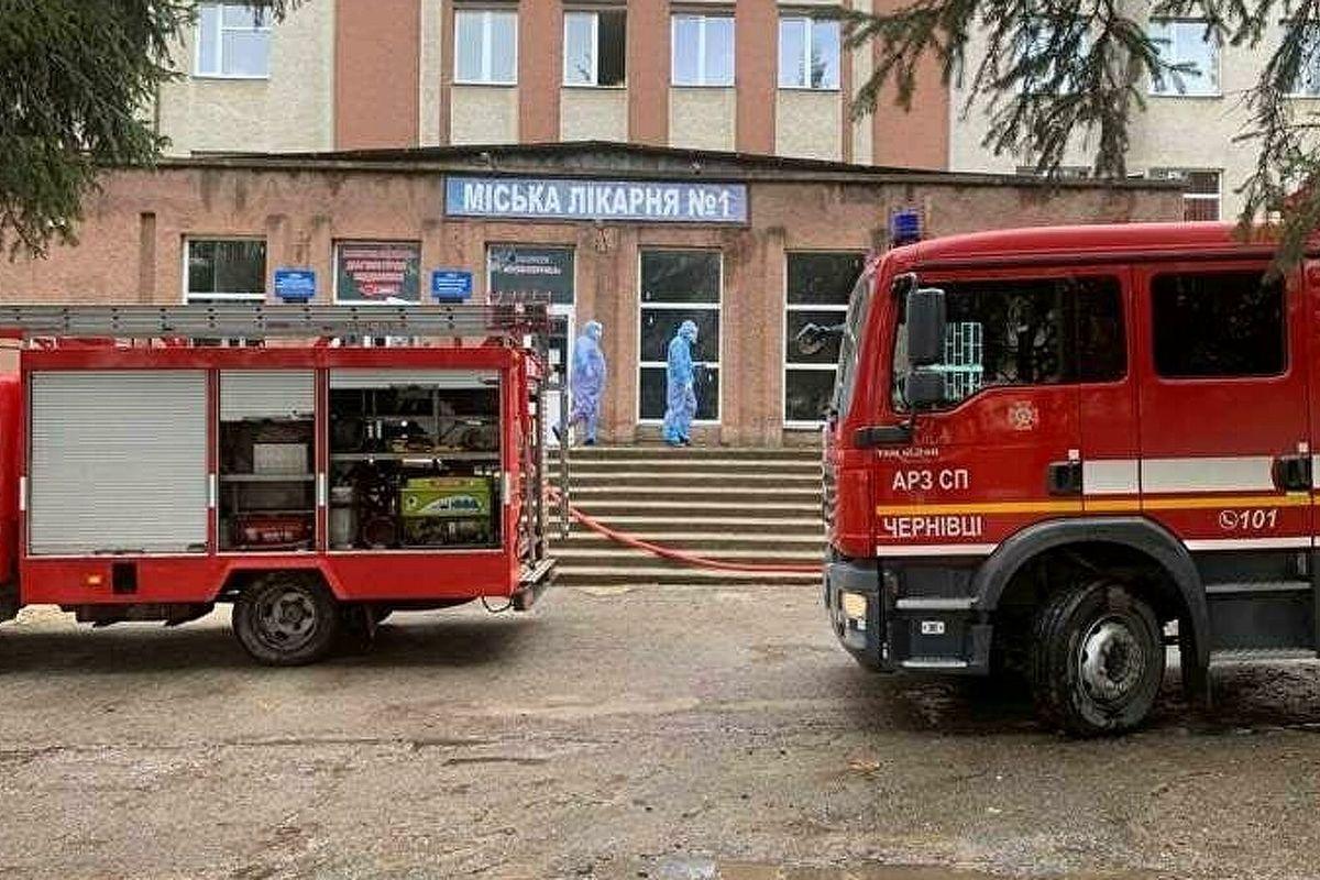"""Взрыв в """"ковидной"""" больнице Черновцов: в ГСЧС назвали причину """"хлопка"""", есть погибший"""