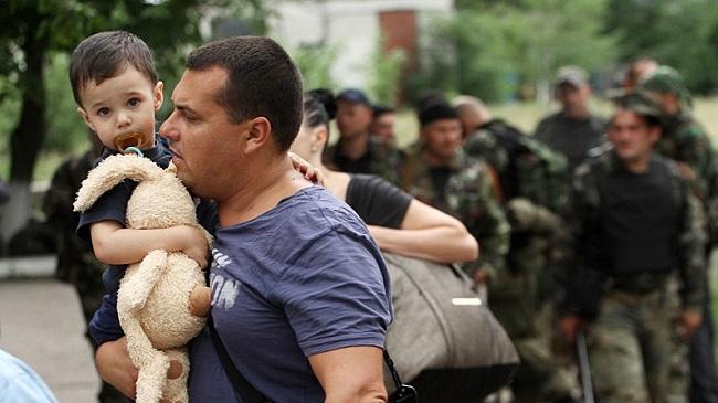 Пропаганда и дети. В Ростовской области на лагере украинских беженцев школьник нарисовал свастику