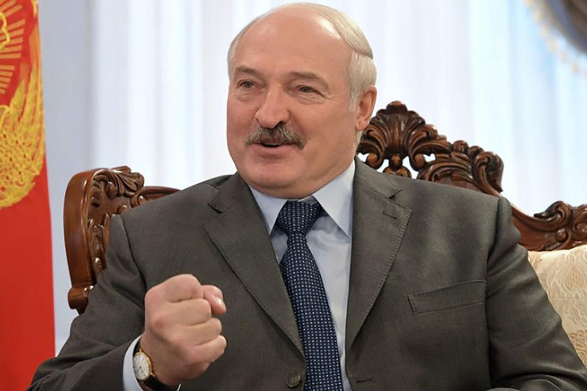 Лукашенко в компании красавиц отплясывал в Минске под Повалий - кадры попали в Сеть