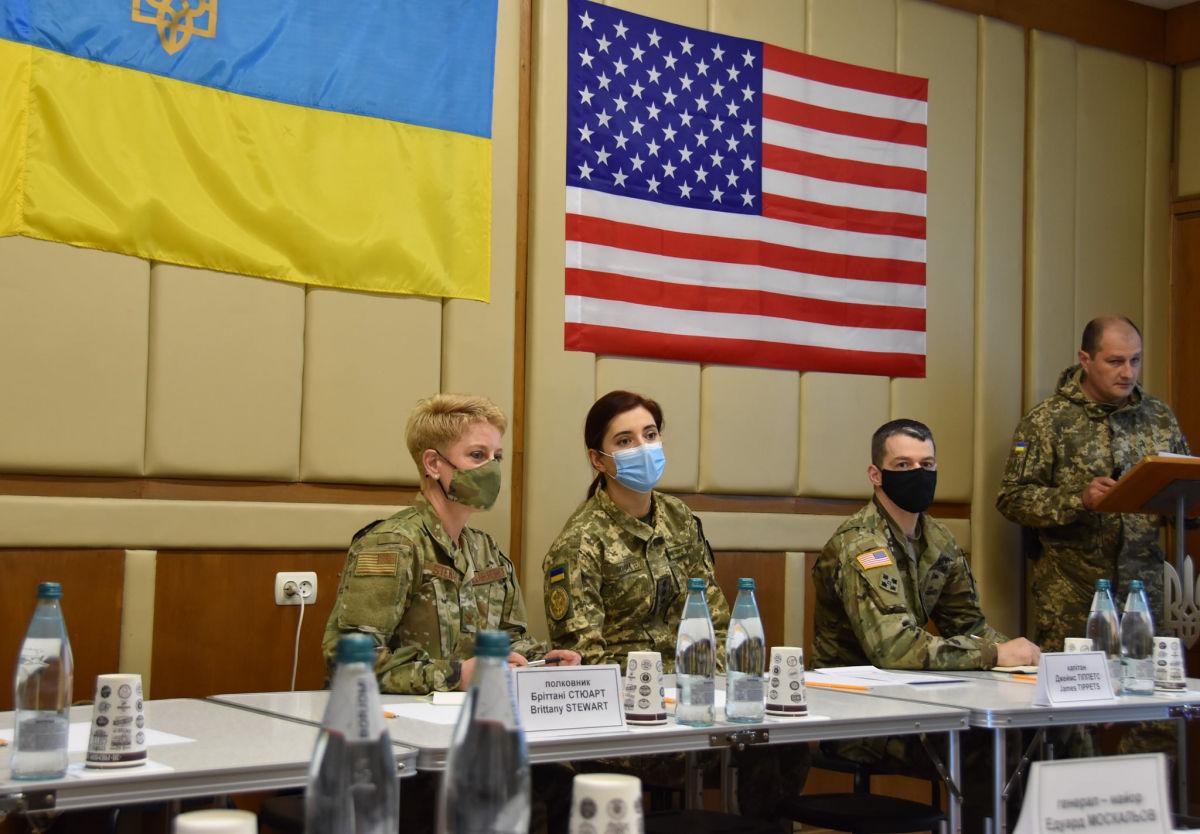 """""""Украину не сдадим"""": военные США прибыли на Донбасс, ситуация сильно накалена"""