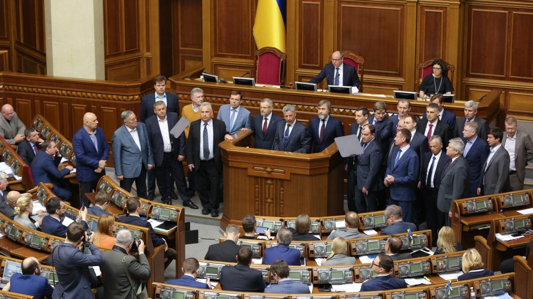 """""""Оппозиционный блок"""" устроил скандал в зале Рады из-за украинской церкви: СМИ рассказали, что сделали экс-""""регионалы"""" прямо в зале ВР"""