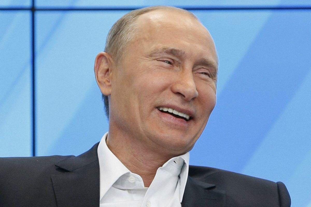 """Путину в глаза напомнили о Политковской и Немцове – президент РФ рассмеялся и заговорил о """"несварении"""""""