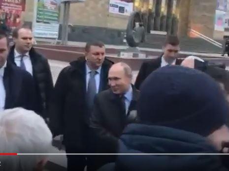 """Путин надолго запомнит этот визит в Махачкалу: опубликованы кадры, как президенту РФ кричали: """"Фу, не нужен ты нам. Уезжай побыстрее"""""""
