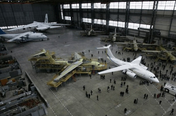 Российские грузовые самолеты Ан-124 больше не будут обслуживаться Украиной