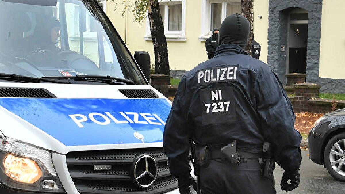 В Германии напали на украинских дальнобойщиков: их били и душили полотенцем