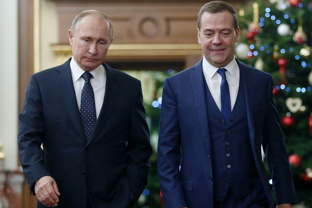 """Медведев сделал комплимент Путину и удивил россиян: """"Да он издевается"""""""