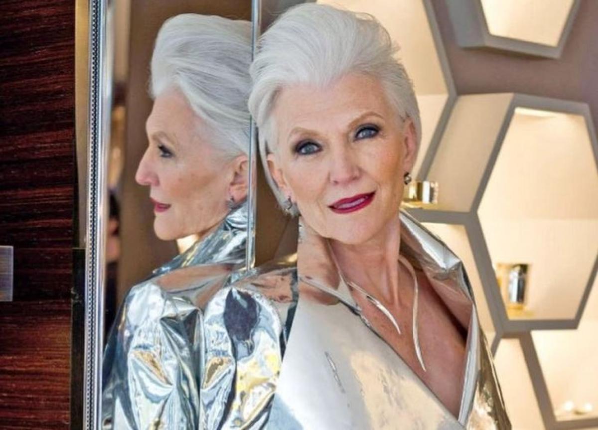 """""""Илон сам в шоке"""", - 71-летняя мать Илона Маска стала моделью, показав, что сыну есть чем гордиться"""