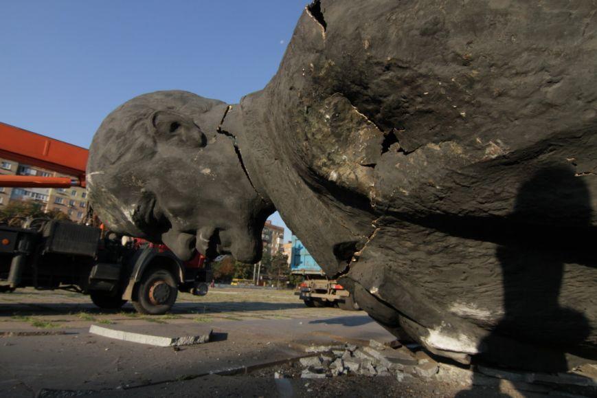 Мариупольский памятник Ленину после падения