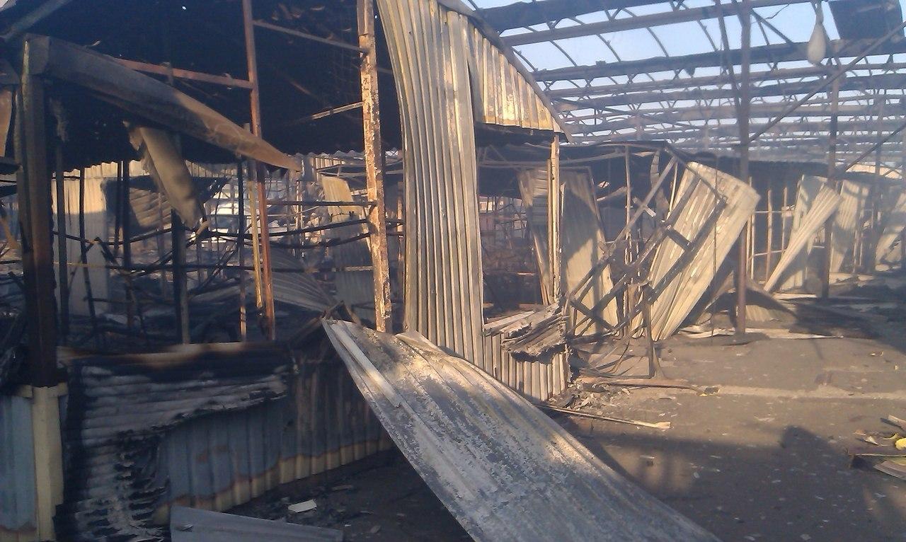Ночной обстрел Дебальцево: разрушенный местный рынок, по городу носятся «скорые»