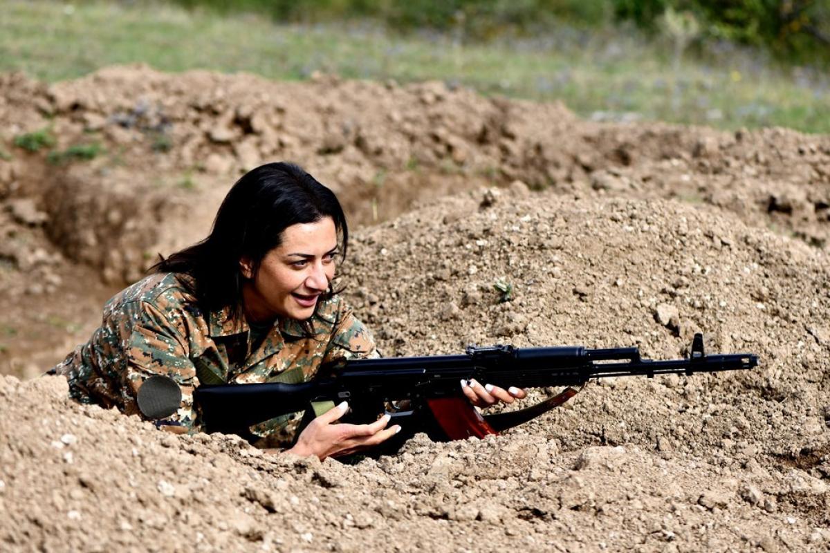 Жена премьера Армении Пашиняна вслед за сыном отправляется в Карабах