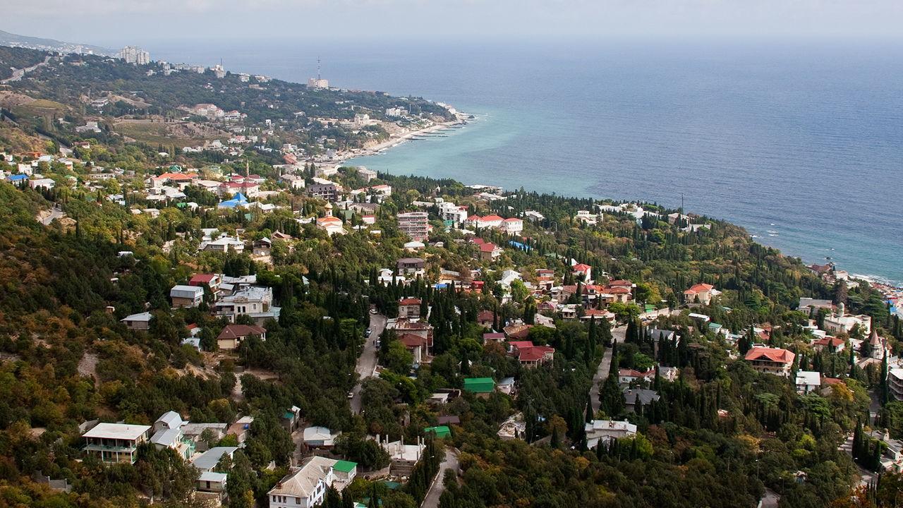 Невероятные кадры экологической катастрофы в Крыму показали с высоты птичьего полета