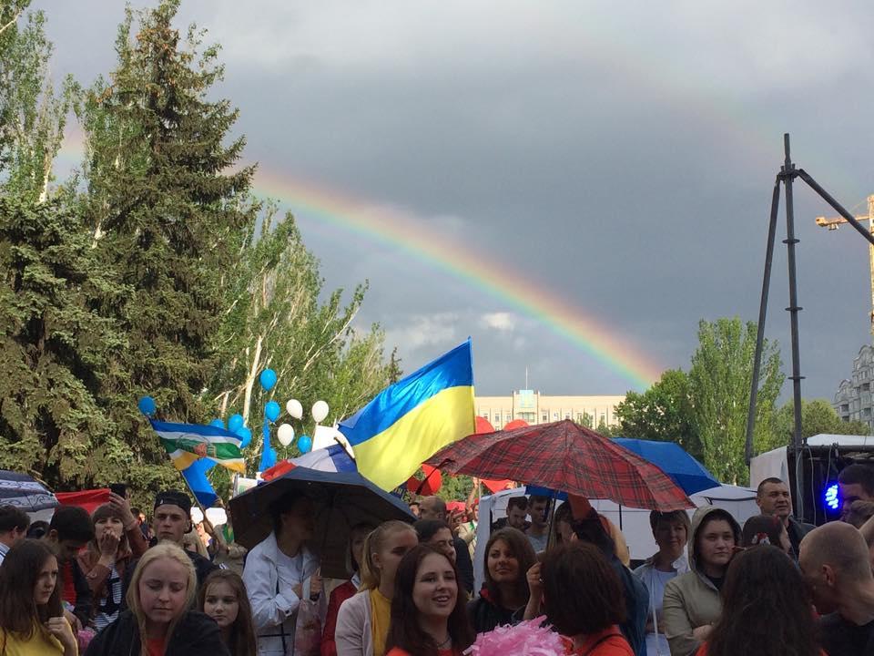 """Огромная двойная радуга """"расцвела"""" над Николаевым в День Европы"""