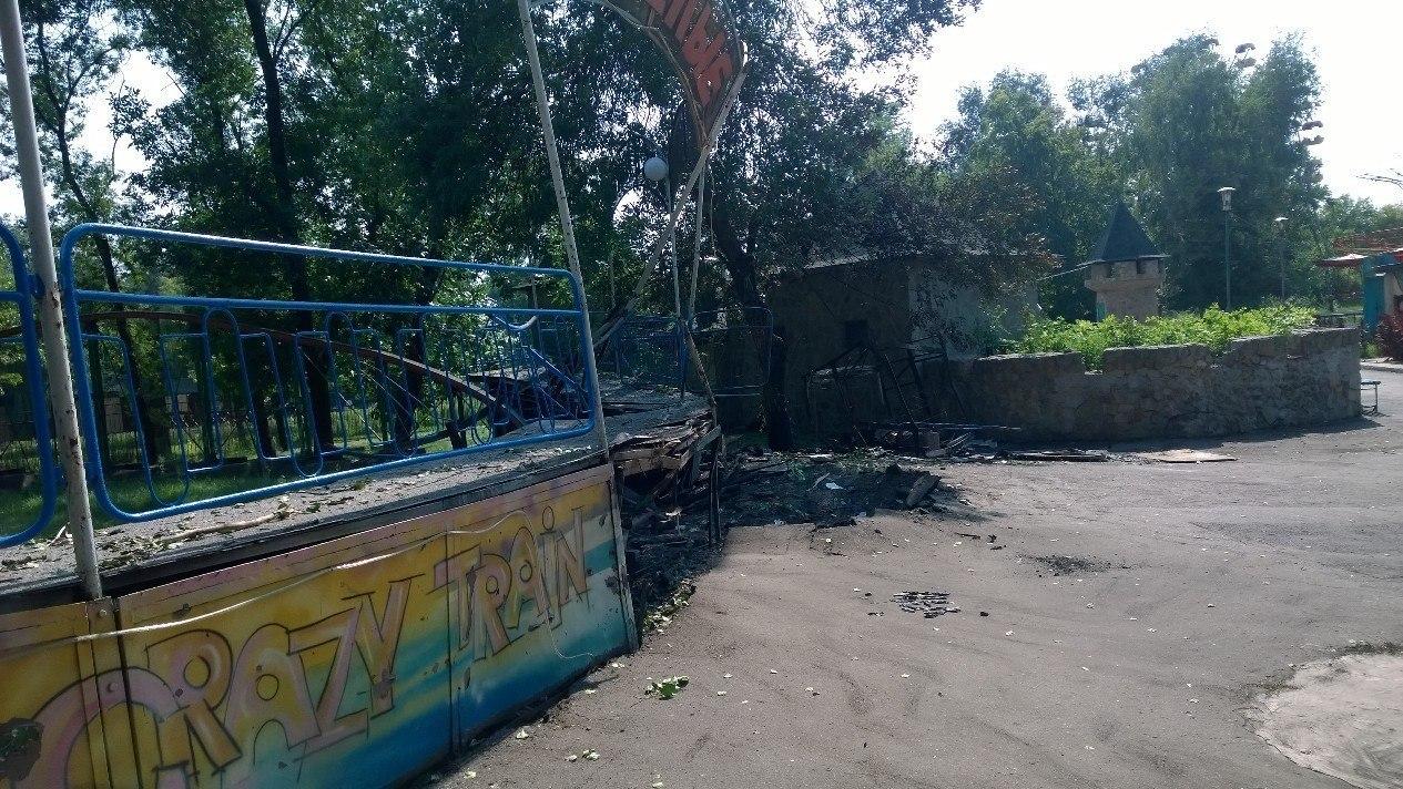 Фронтовой Луганск: повреждения домов и систем жизнеобеспечения города, обрыв троллеи
