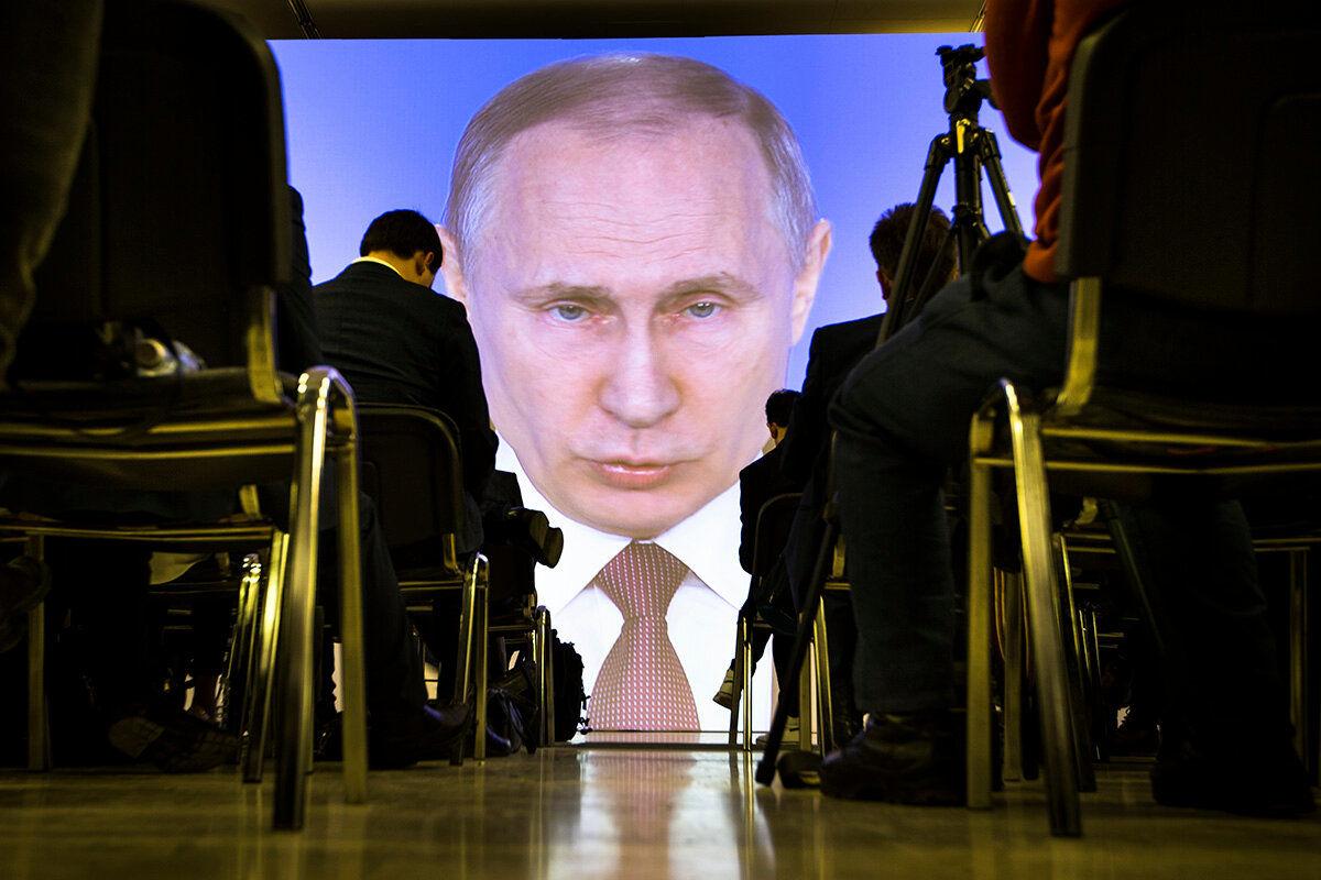 """Снова в """"бункер"""": три версии срочной """"самоизоляции"""" Путина перед выборами"""