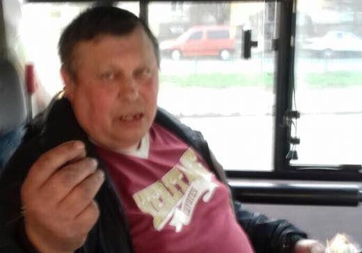 """""""Раз вас не """"добили"""" на Донбассе, буду делать это здесь"""": водитель маршрутки в Чугуеве оскорбил бойца АТО из-за удостоверения - кадры"""