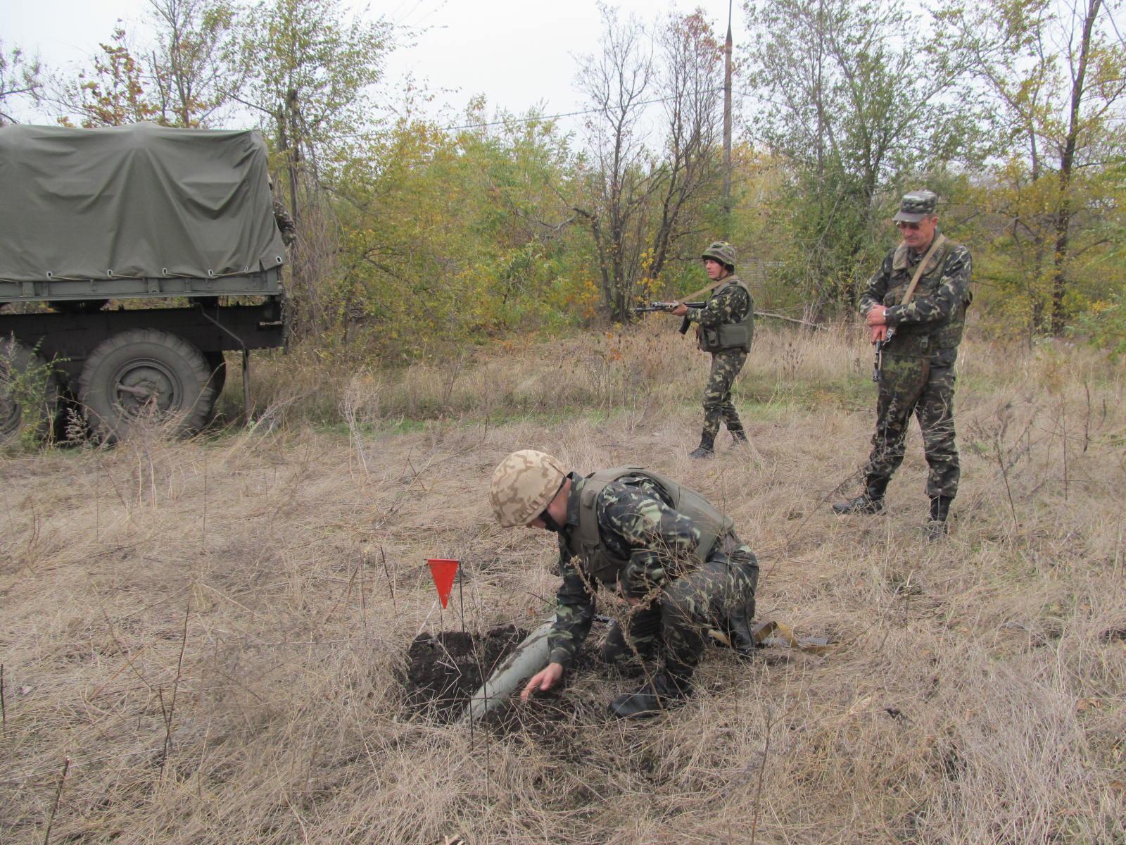 Украинские саперы подорвались на мине вблизи Мариуполя