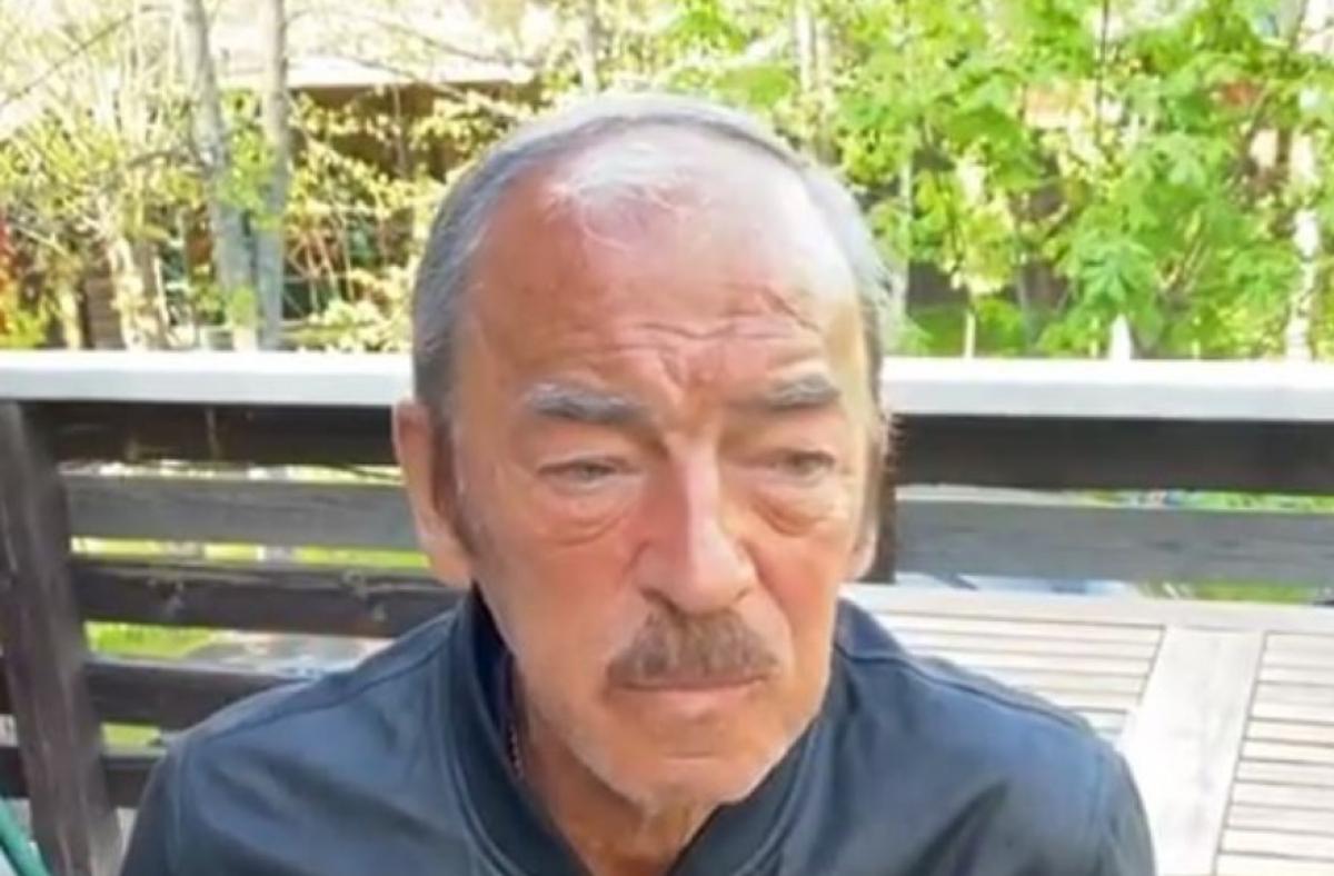 """Осунувшийся Михаил Боярский, сидя в парке, просил о помощи: """"Помогите, кто может!"""""""
