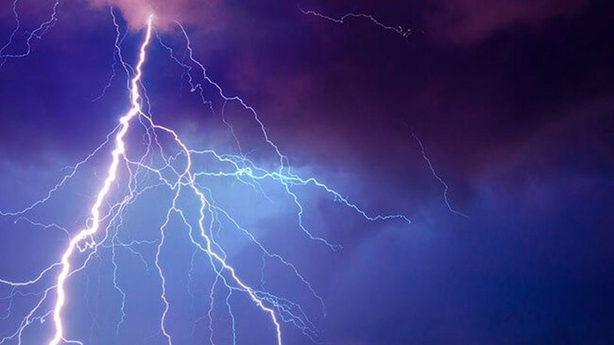В Карпатах молния ударила в группу туристов: спасатели показали фото пострадавшего
