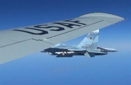 США опубликовало эксклюзивные кадры опасного перехвата их самолета истребителем РФ
