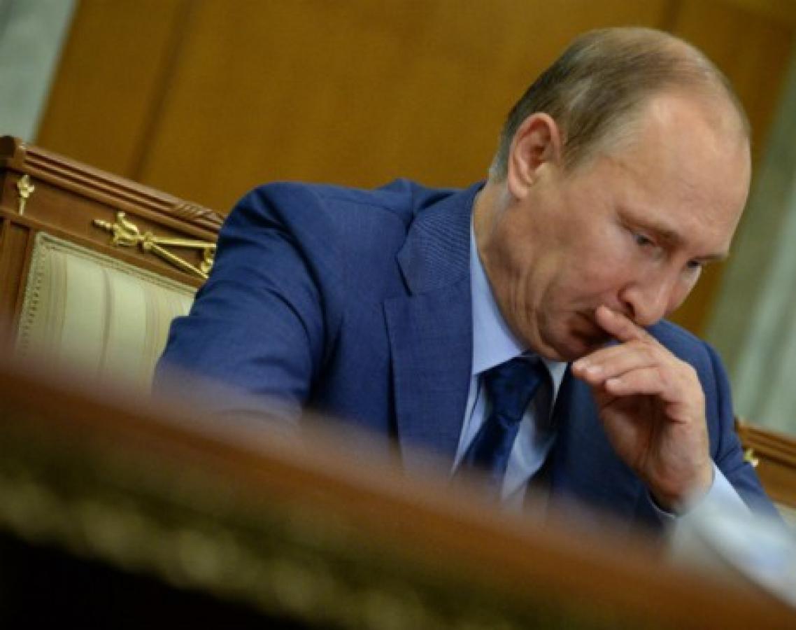 У Путина заподозрили нарушения: странные действия президента РФ попали на видео