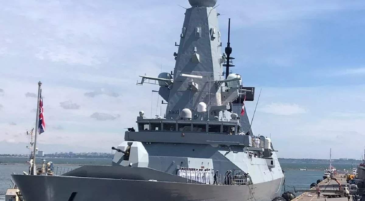 Россия открыла огонь по эсминцу Великобритании в Черном море: Су-24М сбросил 4 бомбы. Минобороны Британии отреагировали 2