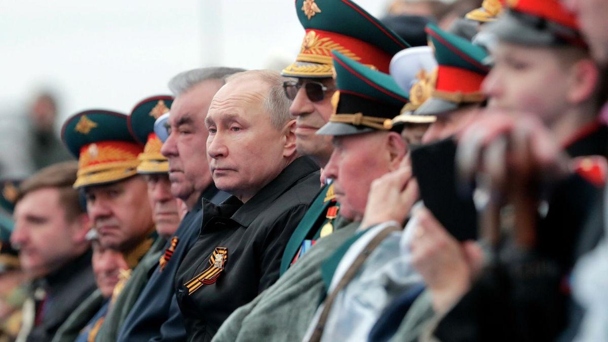 """Штефан """"Штирлиц"""" показал, как менялись иностранные делегации на Параде Победы в Москве"""