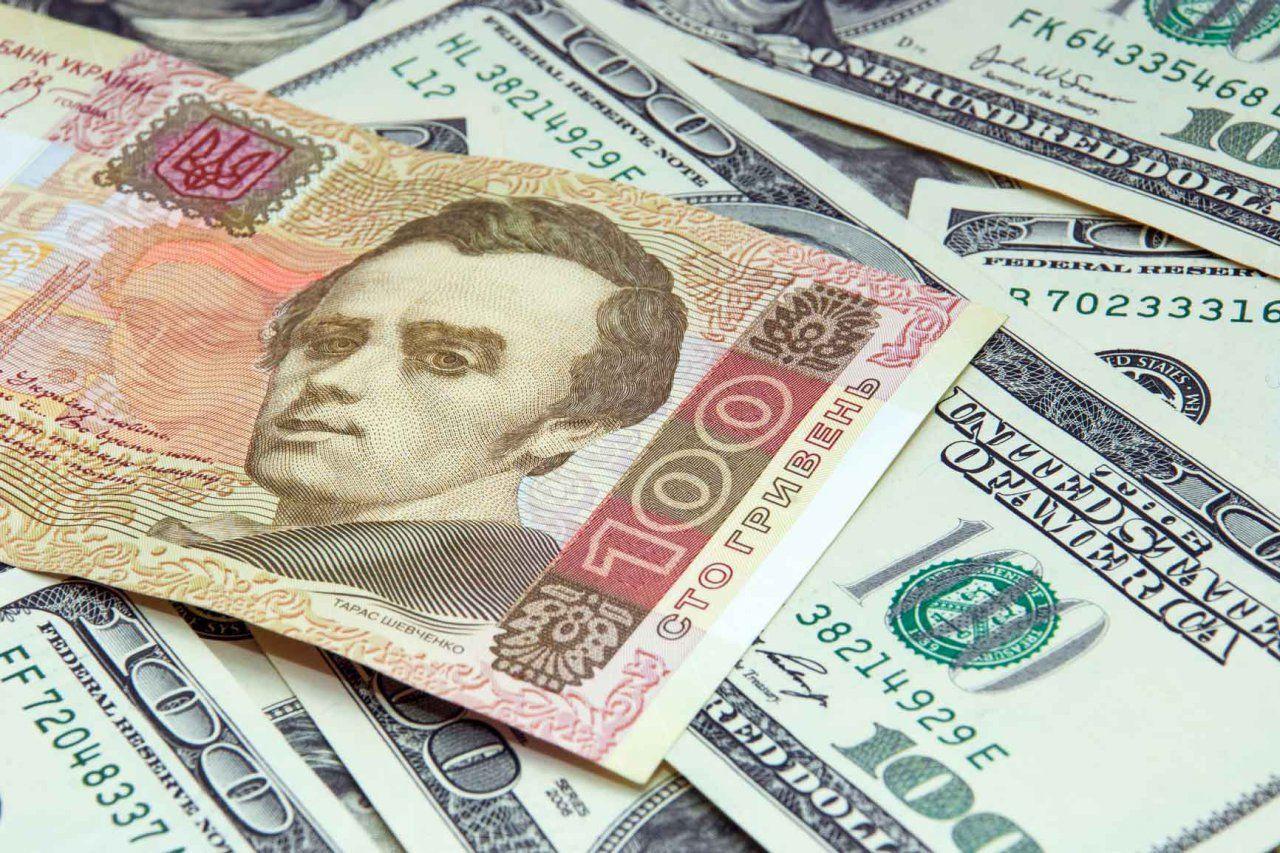Курс доллара и евро продолжает падение в Украине