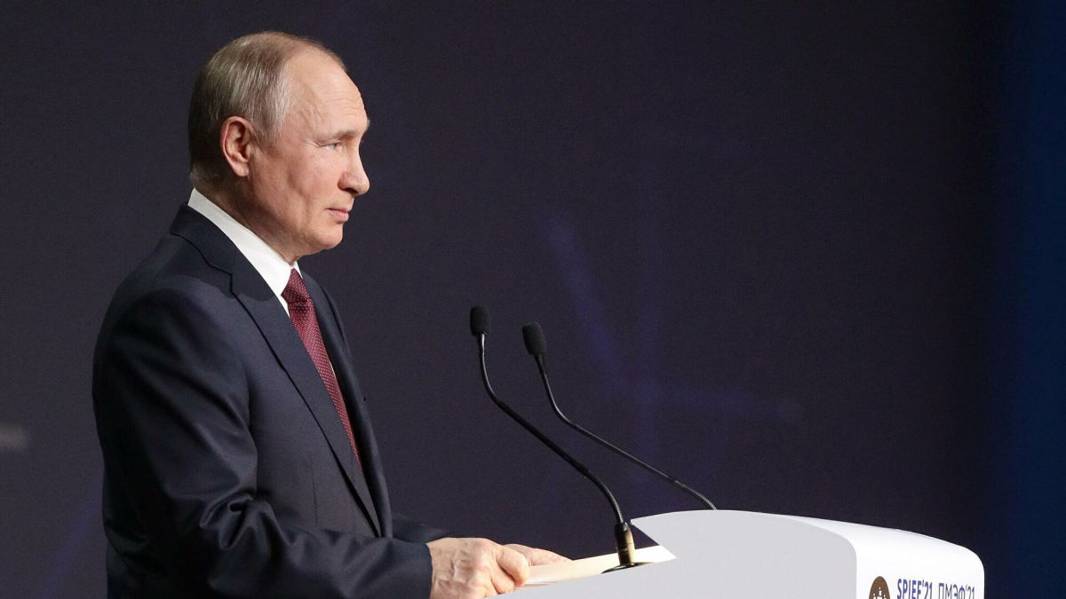 """Путин объявил сроки завершения строительства второй нитки """"Северного потока - 2"""""""