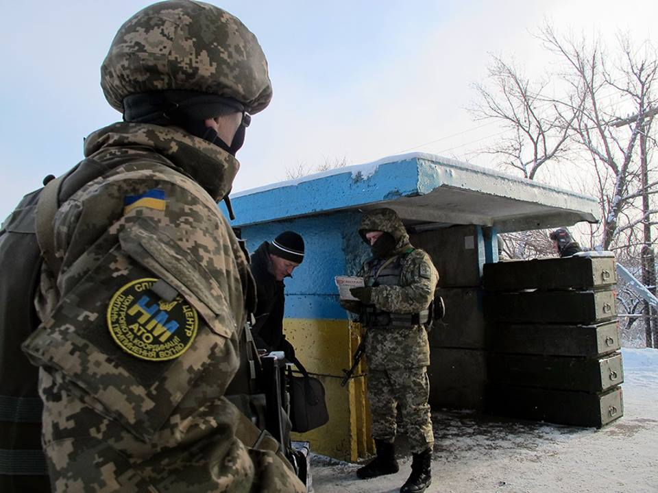 Ситуация с военным положением в Украине: на Донбасс запрещен въезд иностранцев - подробности