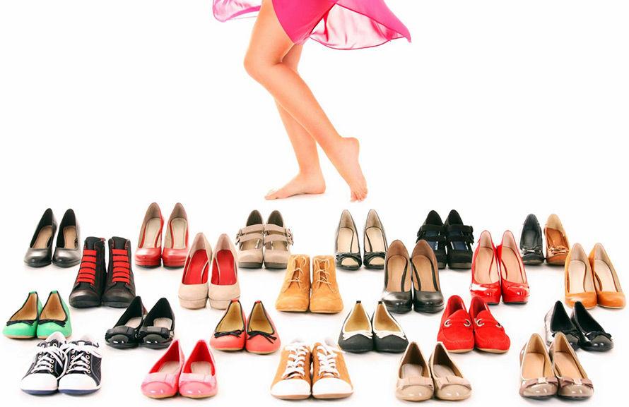 """""""Туфли? Сандалии? Кроссовки?"""" Стилист посоветовала, как правильно подобрать летнюю обувь к каждому типу нарядов"""