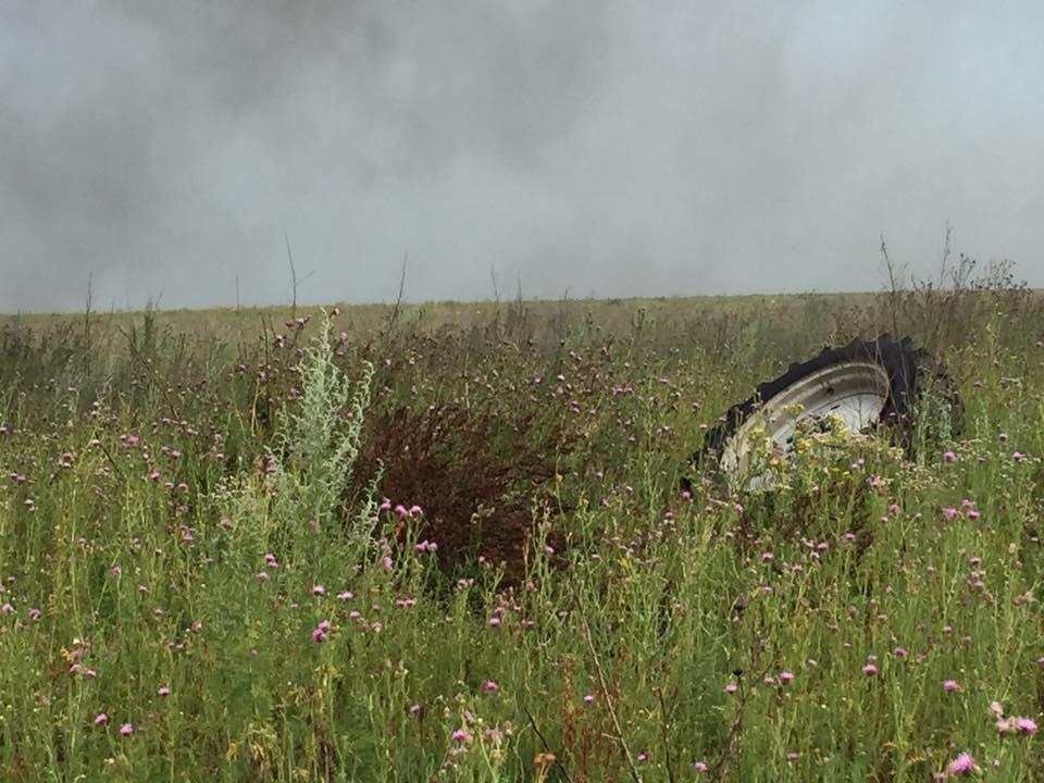 Взрыв в зоне АТО: трактор сгорел до тла, появилась первая информация о пострадавших - кадры