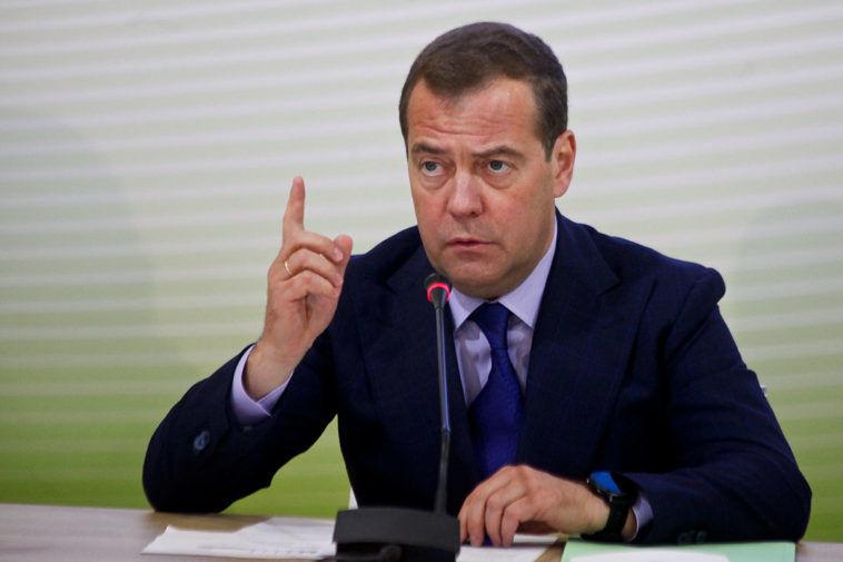 """""""Не уважают и не боятся"""", - почему Медведев начал требовать """"уважения"""" от США"""