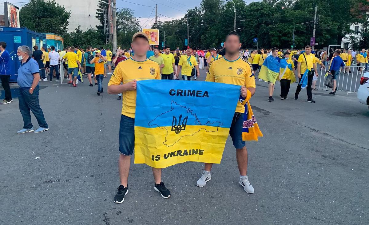 В Румынии фанатов из Украины не пустили на матч из-за флага с Крымом – МИД пообещал вмешаться