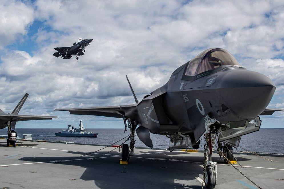 Два корабля ВС Британии при поддержке истребителей F-35 идут в Черное море для поддержки Украины