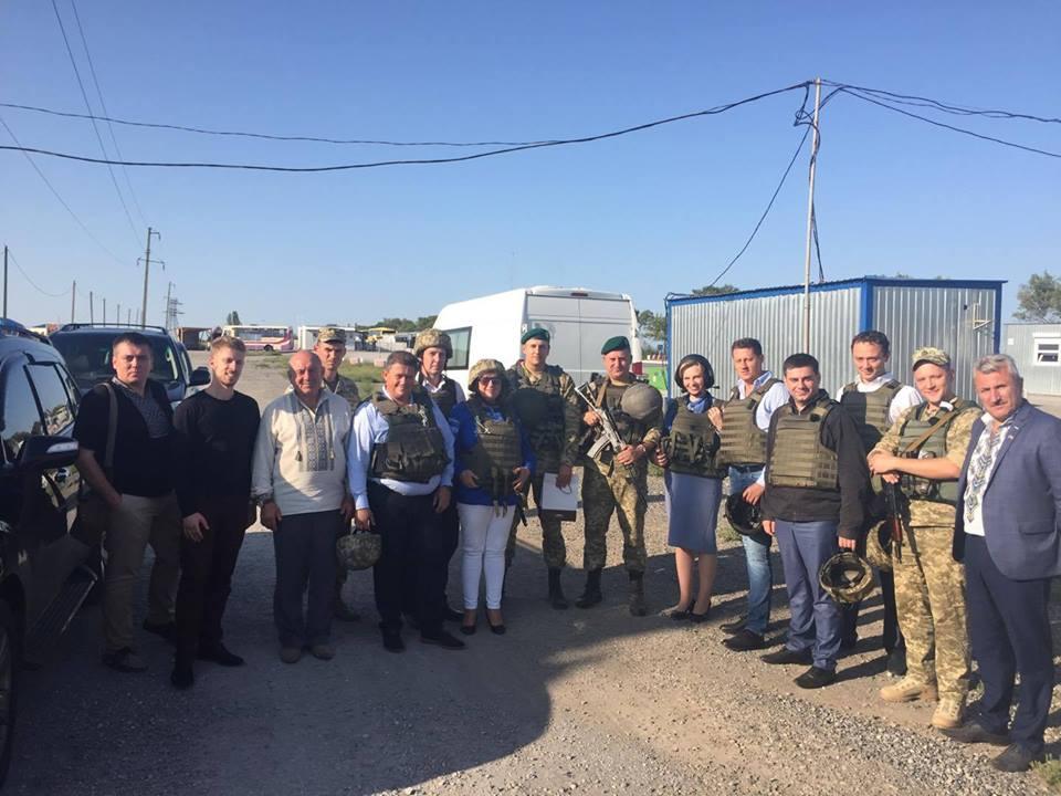 Депутаты парламента Венгрии побывали в зоне АТО и на линии разграничения