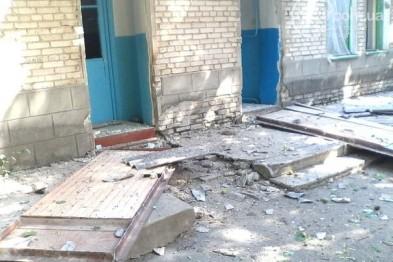 В Новоазовске взрывом повреждено здание больницы. Пострадали четыре медработника