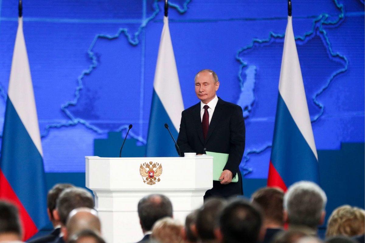 """Путин перенес послание Федеральному собранию, эксперт назвал причину: """"Не просто так прячется"""""""