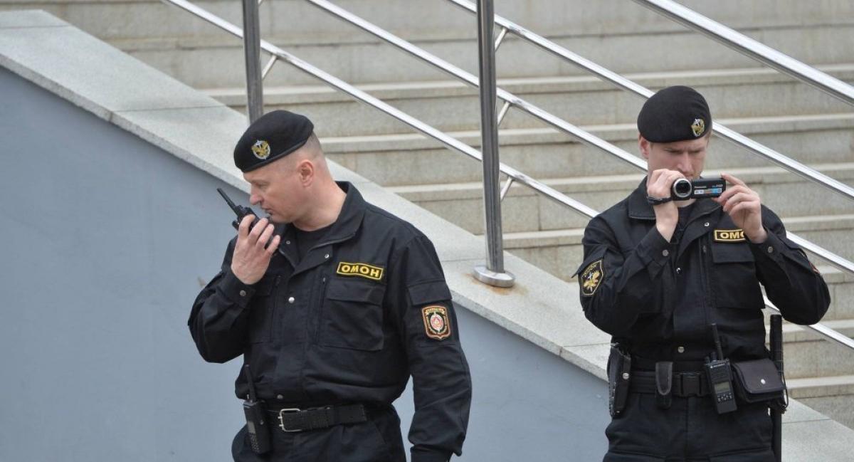 """В Минске силовики обстреляли жилой дом - соцсети сообщили подробности """"зачистки"""""""