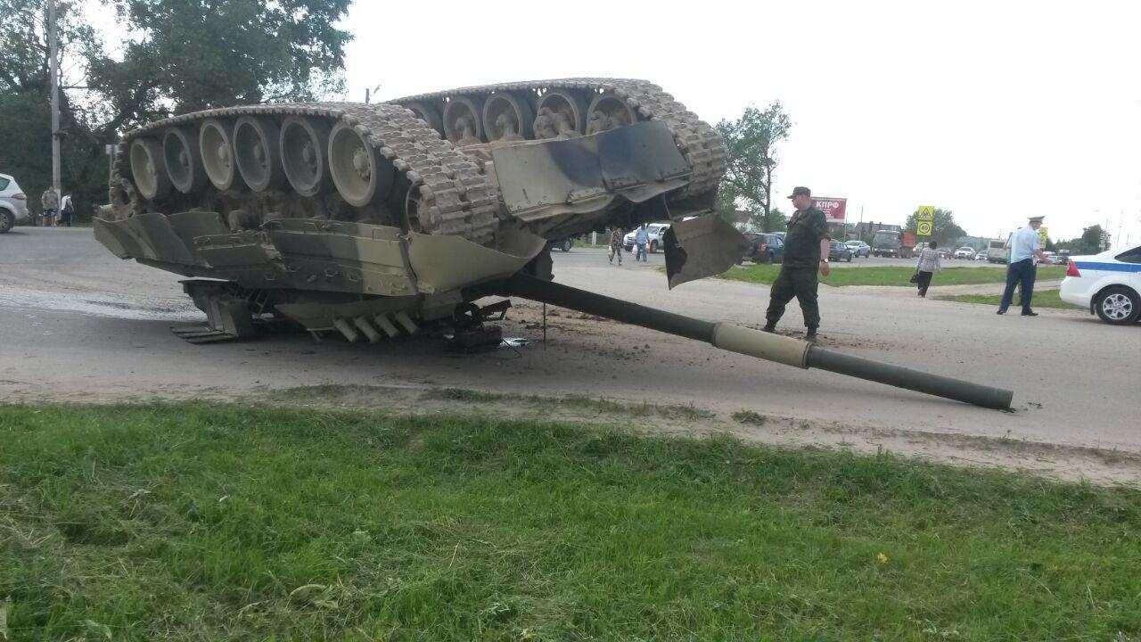 """""""И эти люди хотят захватить Украину?"""" - в Сети отреагировали на кадры курьеза российской армии"""