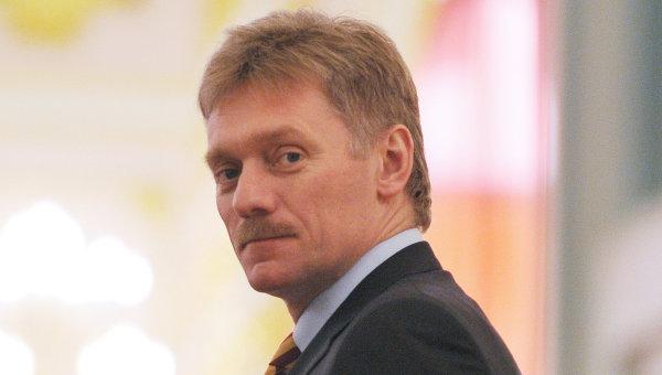 Песков отказался комментировать, на каком уровне принималось решение о гуманитарном конвое