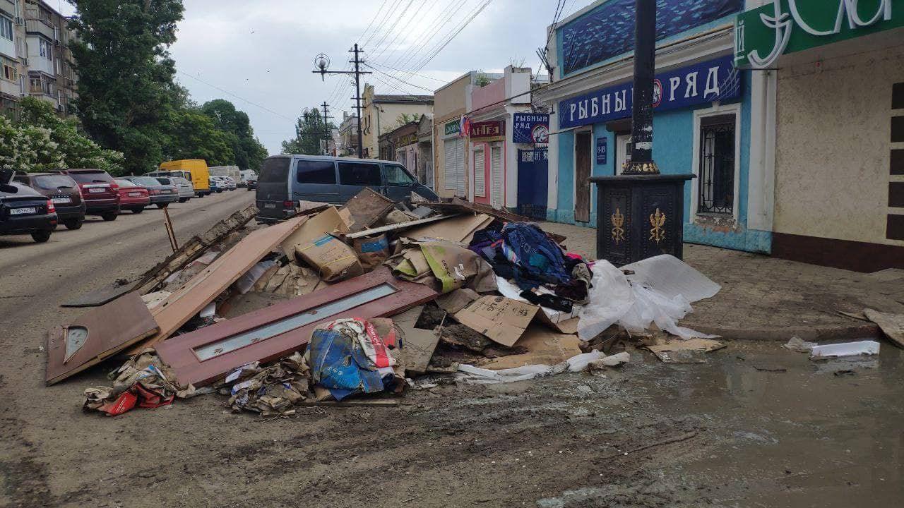 """""""Спустя 9 дней после потопа"""", - в Сети показали утопающую в мусоре Керчь"""